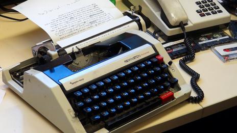 _72647768_typewriter_464
