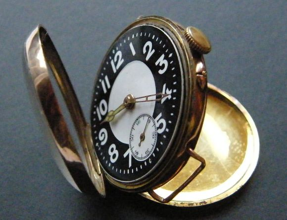 1024px-Trench_watch_1916_gold